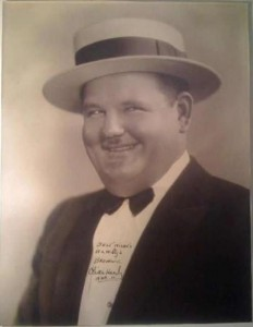 OLIVER HARDY AUTOGRAPHED VINTAGE PHOTO